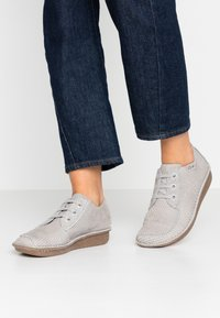 Clarks Unstructured - FUNNY DREAM - Casual lace-ups - light grey - 0