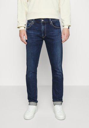 ADLER - Jeans Straight Leg - duke indigo