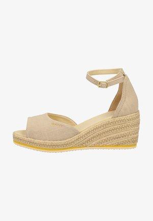 SANDALEN - Platform sandals - dry sand g22