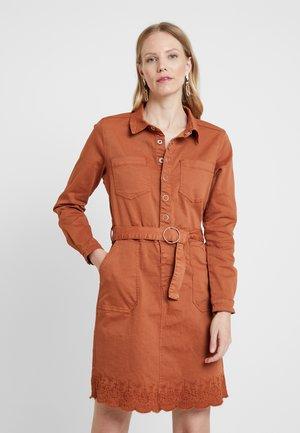 STACY DRESS - Skjortekjole - ginger bread