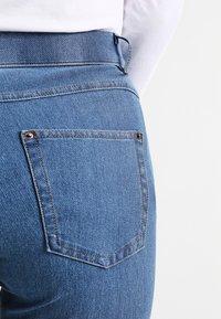 Hue - ESSENTIAL - Kalhoty - medium wash - 4