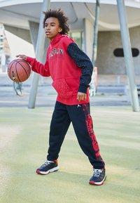 Jordan - JUMPMAN AIR - T-shirt con stampa - gym red - 1