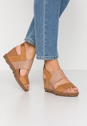 JOANIE SLINGBACK - Platform sandals - camel brown