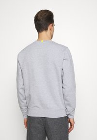 Lacoste - LACOSTE X NATIONAL GEOGRAPHIC - Collegepaita - silver chine - 2