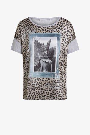 MIT STRASSVERZIERUNGEN - T-Shirt print - light camel grey