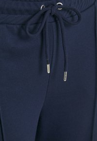 CAPSULE by Simply Be - PLEAT FRONT WIDE LEG JOGGERS - Trousers - navy - 6