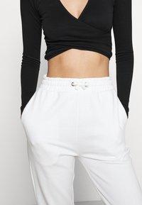 Even&Odd - High Waist Loose Fit Joggers - Pantalon de survêtement - off-white - 3