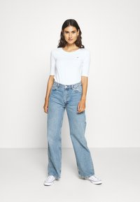 Tommy Hilfiger - ESSENTIAL SOLID - Basic T-shirt - white - 1