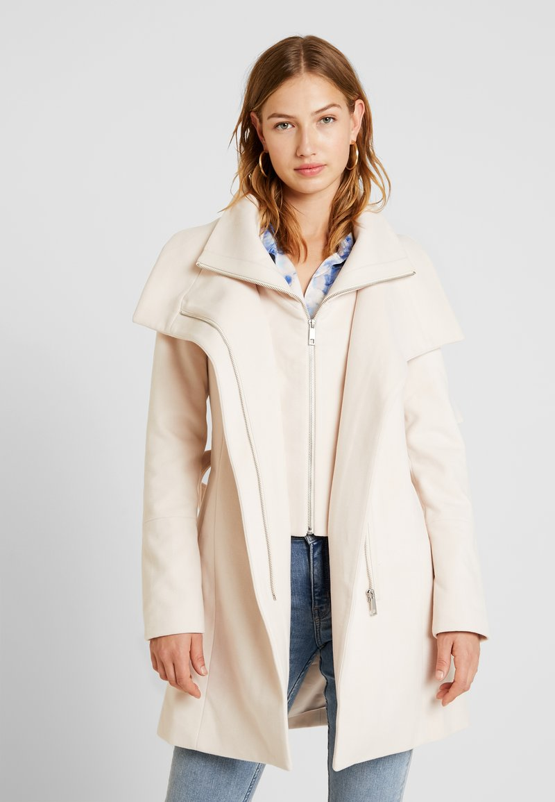 Forever New - PENELOPE WRAP COAT - Korte frakker - cream