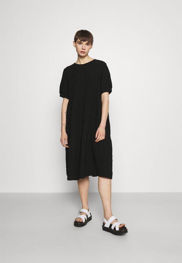 TORKIE DRESS - Sukienka letnia - black dark unique