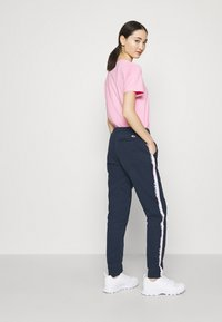 Tommy Jeans - SIDE STRIPE PANT - Trousers - twilight navy - 3