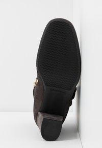 Carvela Comfort - RHONA - Korte laarzen - grey - 6