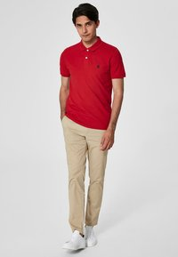 Selected Homme - SLHARO EMBROIDERY - Polo shirt - red - 1
