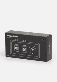 TYPO - RETRO FLIP CLOCK UNISEX - Tech accessory - matte black - 3