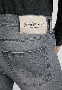 Baldessarini - TRIBUTE TO NATURE JOHN  - Slim fit jeans - grau used - 4