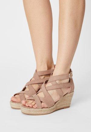 Sandalen met plateauzool - old rose