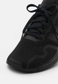 adidas Originals - SWIFT RUN X UNISEX - Tenisky - core black - 5