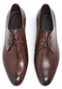 Kazar - CONCORD - Stringate eleganti - brown - 3
