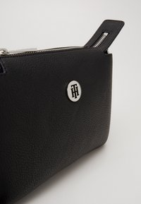 Tommy Hilfiger - CORE CROSSOVER - Across body bag - black - 5