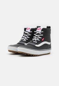 Vans - STANDARD MID MTE UNISEX - Höga sneakers - black/white - 1