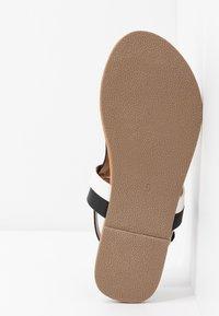 Dorothy Perkins Wide Fit - WIDE FIT FUTURE - Flip Flops - black/white - 6