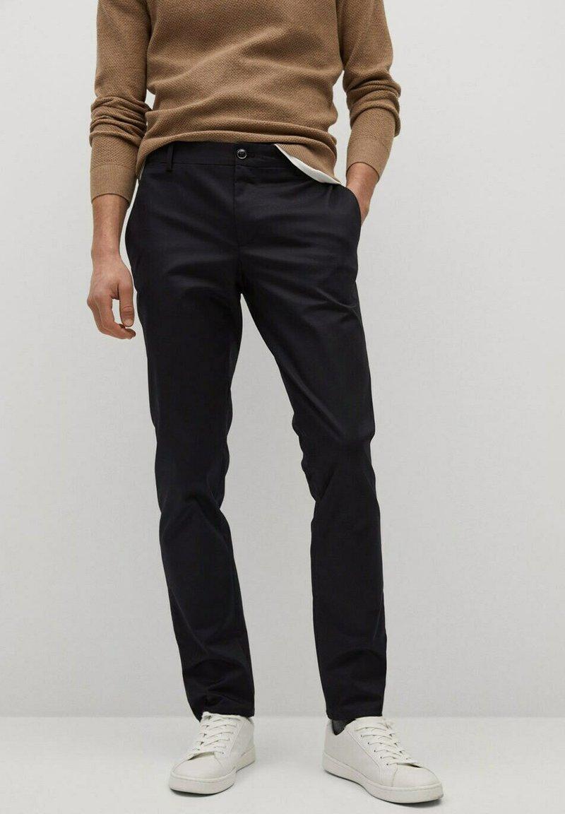 Mango - DUBLIN - Chino kalhoty - schwarz