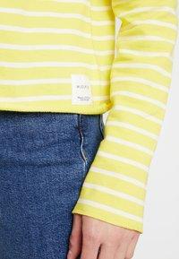 Marc O'Polo DENIM - CREW NECK STRIPED - Sweatshirt - yellow/white - 5