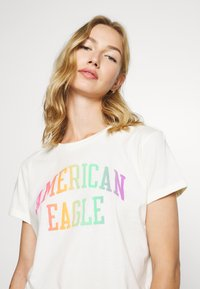 American Eagle - BRANDED ROLLED SLEEVE TEE - Print T-shirt - white - 3