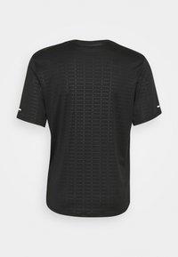 Nike Performance - MILER EMBOSS - T-shirts print - black - 1