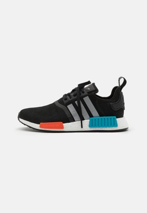NMD_R1 UNISEX - Joggesko - core black/silver metallic/solar red