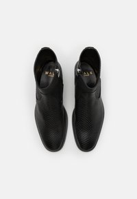 Walk London - HOXTON HEX CUBAN EMBOSSED - Classic ankle boots - black - 3