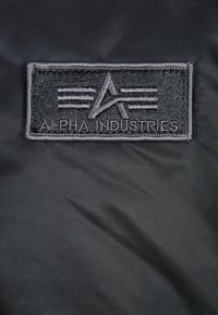 Alpha Industries - Kurtka Bomber - black - 6