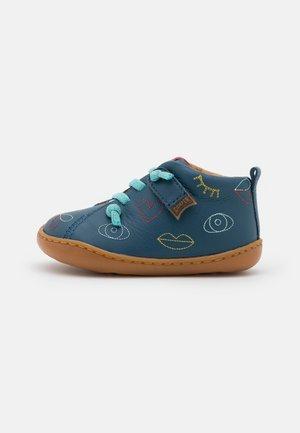TWS - Zapatos con cordones - blau