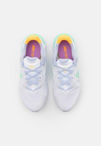 Nike Performance - RENEW RUN  - Zapatillas de running neutras - white/green glow/ghost/summit white/violet shock/laser orange - 3