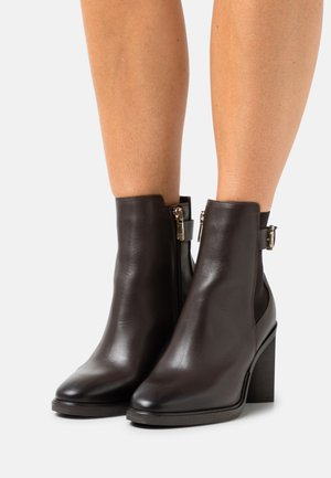 MONOGRAM HARDWARE BOOT - Classic ankle boots - cocoa