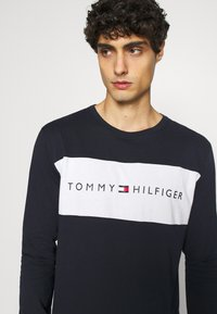 Tommy Hilfiger - TEE LOGO FLAG - Pyjama top - blue - 4