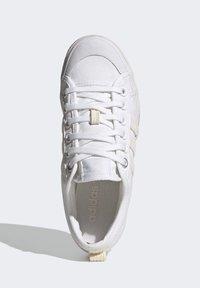 adidas Originals - NIZZA PLATFORM W - Baskets basses - ftwwht/owhite/silvmt - 1
