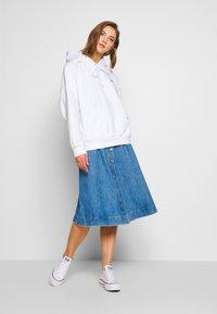 Levi's® - HOODIE - Jersey con capucha - white - 1