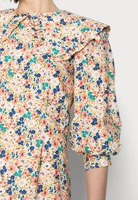 Love Copenhagen - ELLIE DRESS - Day dress - coral - 3