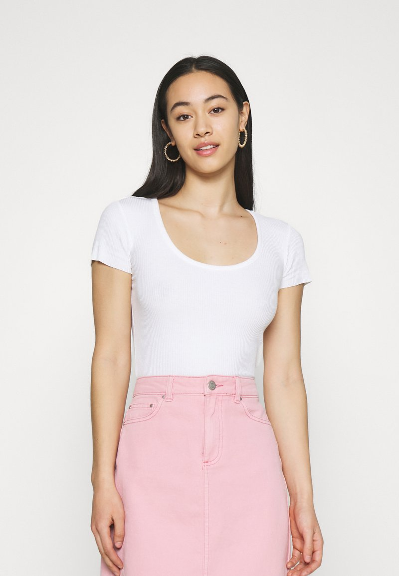 BDG Urban Outfitters - SCOOP BABY TEE - Basic T-shirt - white