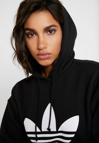adidas Originals - ADICOLOR TREFOIL ORIGINALS HODDIE - Bluza z kapturem - black/white - 5