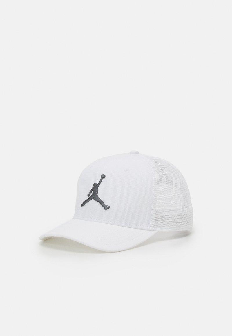 Jordan - TRUCKER - Lippalakki - white/white/(smoke grey)
