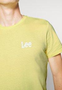 Lee - TWIN 2 PACK - T-shirt basic - navy/sunshine - 6