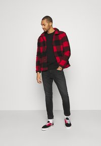Tommy Jeans - AUSTIN UNISEX - Jeans Tapered Fit - max black - 1