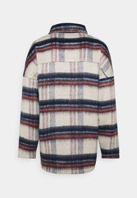 ONLY - ONLJENNY SHORT SHACKET - Short coat - light grey melange/black/blue/red - 1