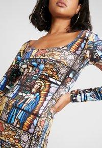 NEW girl ORDER - HOLY PRINT BODYCON DRESS - Pouzdrové šaty - multi - 5