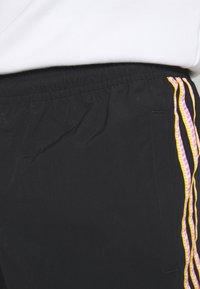 adidas Originals - TAPED UNISEX - Shorts - black - 3