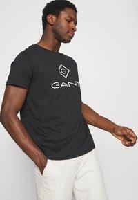 GANT - LOCK UP  - T-shirt med print - black - 4