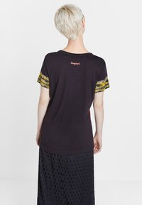 Desigual - MONTANA - Print T-shirt - black - 2