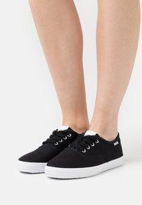 Esprit - NITA - Sneakers laag - black - 0